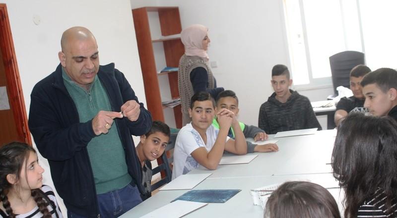سخنين: طلاب مدرسة الحلان يشاركون في معرض الرسومات