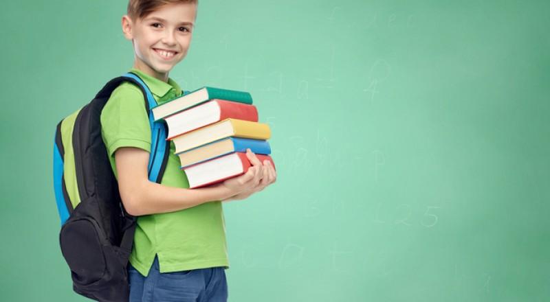إحذري الأضرار التي قد تسببها حقيبة الظهر على صحة طفلك