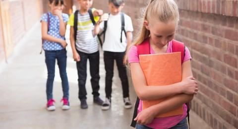 التنمر الرقمي يزيد من عدائية الأطفال