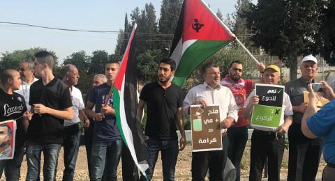 العشرات يتظاهرون أمام سجن مجيدو، تضامنًا مع الأسرى