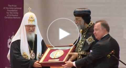 تكريم البابا تواضروس والجائزة يتبرع بها لبناء مسجد وكنيسة!