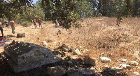 جمعية الدفاع عن حقوق المهجرين: تدنيس مقبرة إم الشوف جريمة لا تغتفر