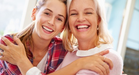 9 نصائح لتصبحين أهم وأقرب صديقة لابنتك المراهقة