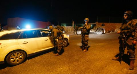 الاحتلال يعتقل 14 مواطنا بالضفة الغربية