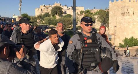 القدس: اعتقال اربعة شبان خلال تفريق وقفة تضامنية مع الاسرى في باب العمود
