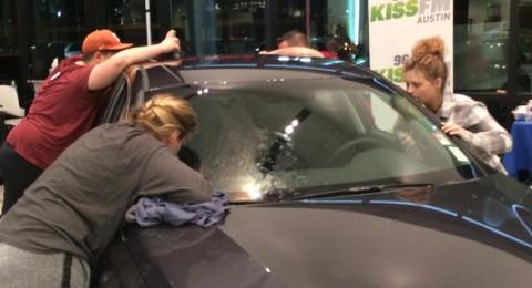قبّلت سيارة لمدة 50 ساعة .. فربحتها