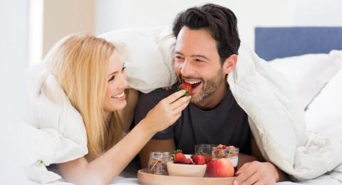 الأغذية الأنسب للزوجين في ليلة الدخلة