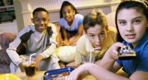 التلفاز والالعاب الالكترونية العدو الاول للأطفال دون سن الـ 5