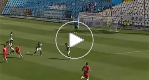 الجزائري حمرون يسجل هدفا على طريقة كانتونا في رومانيا