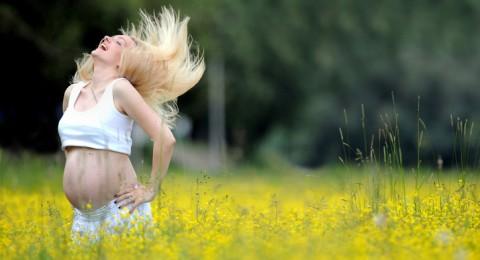 كيف تتخلصين من تساقط شعرك بعد الولادة؟