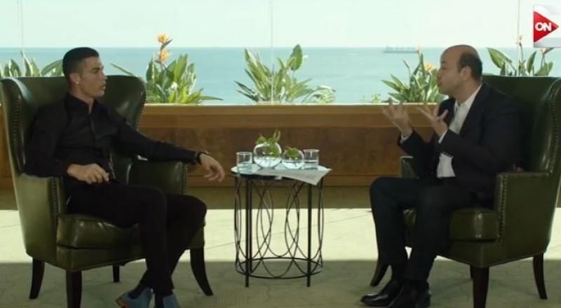 عمرو أديب لـ رونالدو: إزاي يكون عندي معجبات زيك