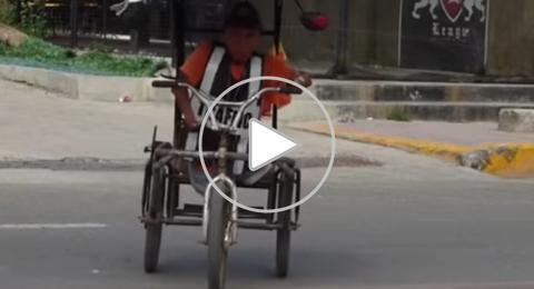 الفلبين: شرطي بلا ساقين يضبط حركة المرور