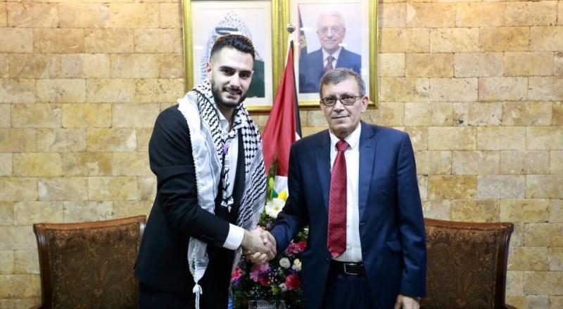 وصول محبوب العرب الاسمراني يعقوب شاهين الى وطنه فلسطين