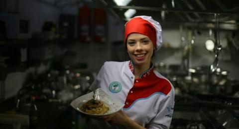 ملكة جمال تركيا تترك الموضة وتتجه للطبخ