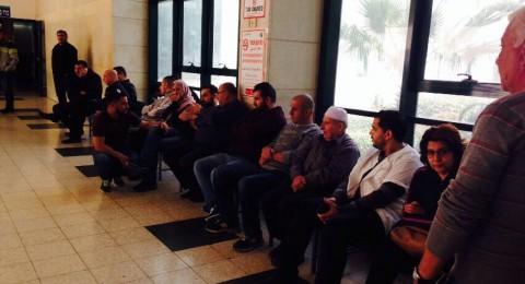 العشرات يتوافدون لمشفّى العفّولة للاطمئنان على صحة د.محاميد... ومواطنون: ام الفحم في انفلات