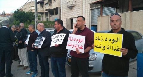 جبهة ام الفحم الديمقراطية تتظاهر قبالة الشرطة ضد اطلاق النار والعنف