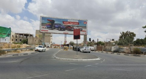 الجيش الاسرائيلي يغلق مدخل حزما ببوابة حديدية