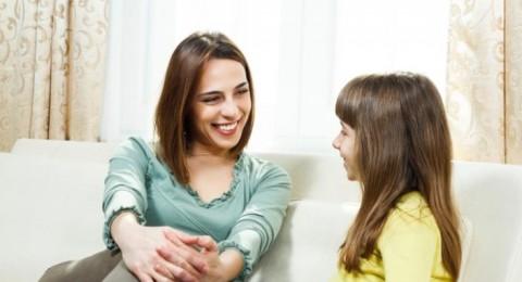 خطوات لتكوني أفضل صديقة لإبنتك