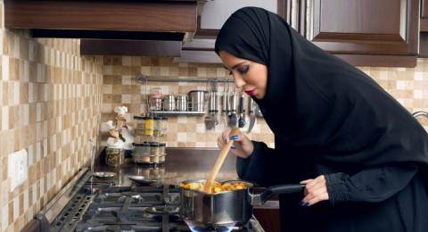 خطوات لإزالة روائح الطهي من الجسم