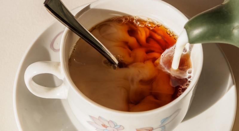 الشاي بالحليب مضر بالصحة