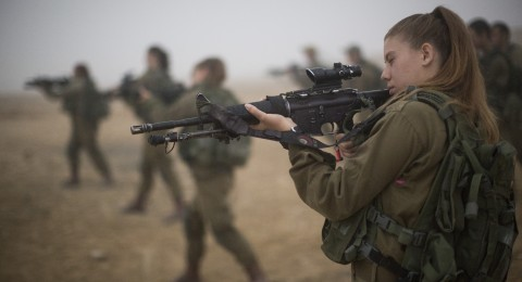 هل يلجأ الجيش الإسرائيلي للنساء لتعويض النقص بالوحدات القتالية؟