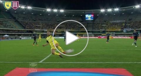 تمريرة بالكعب من على خط المرمى في الدوري الايطالي