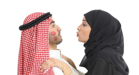 4 عبارات يحتاج الزوج إلى سماعها منك دائماً!